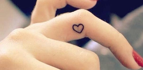 Tattoo Pinspiratie Kleine Tatoeages Op Handen En Vingers Fashionlab