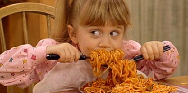 20 tekenen dat eten je enige echte grote liefde is fashionlab - Snack eten ...