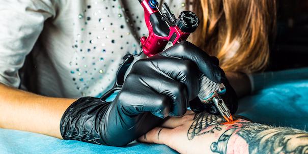 Dit Zijn De Pijnlijkste Plekken Om Een Tattoo Te Laten